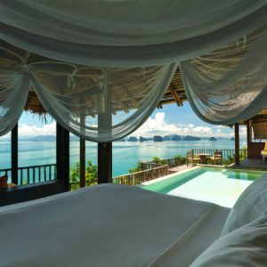SLEEP WITH SIX SENSES