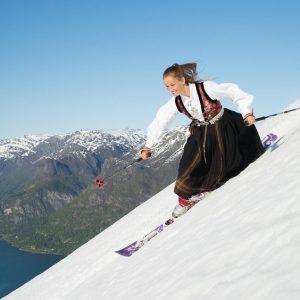 V-ATI GANDIT VREODATA SA EXPERIMENTATI SKI TOURING IN NORVEGIA?
