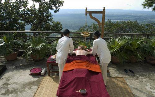 Imbatranire frumoasa cu Ayurveda in Himalaya