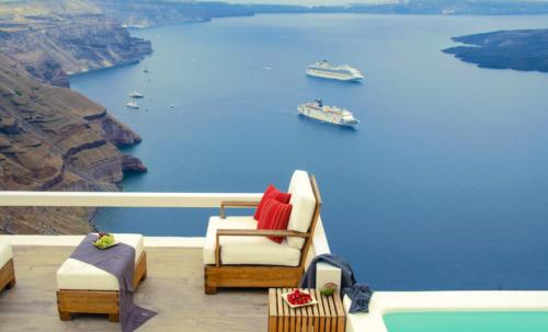 Un sanctuar de liniște absolută și beatitudine in Santorini